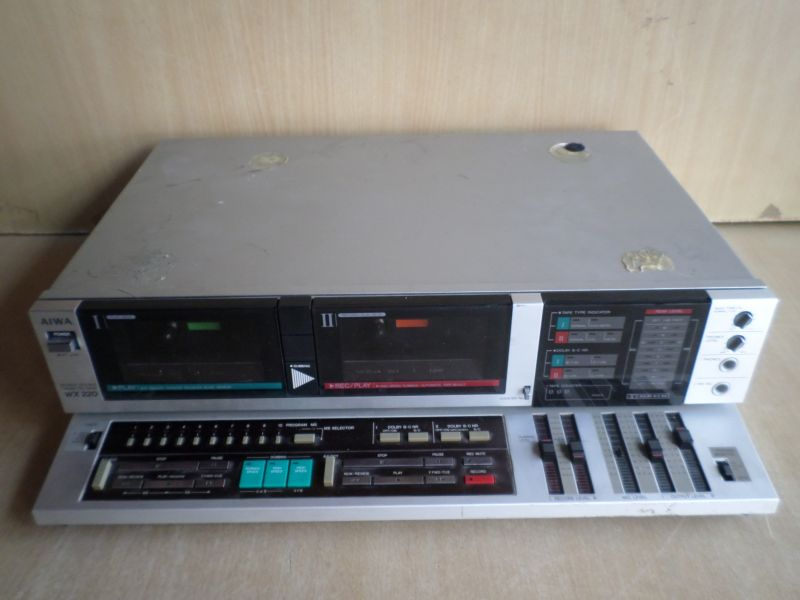 AIWA ... AD-W X 220Z STEREO DOUBLE CASSETTE DECK